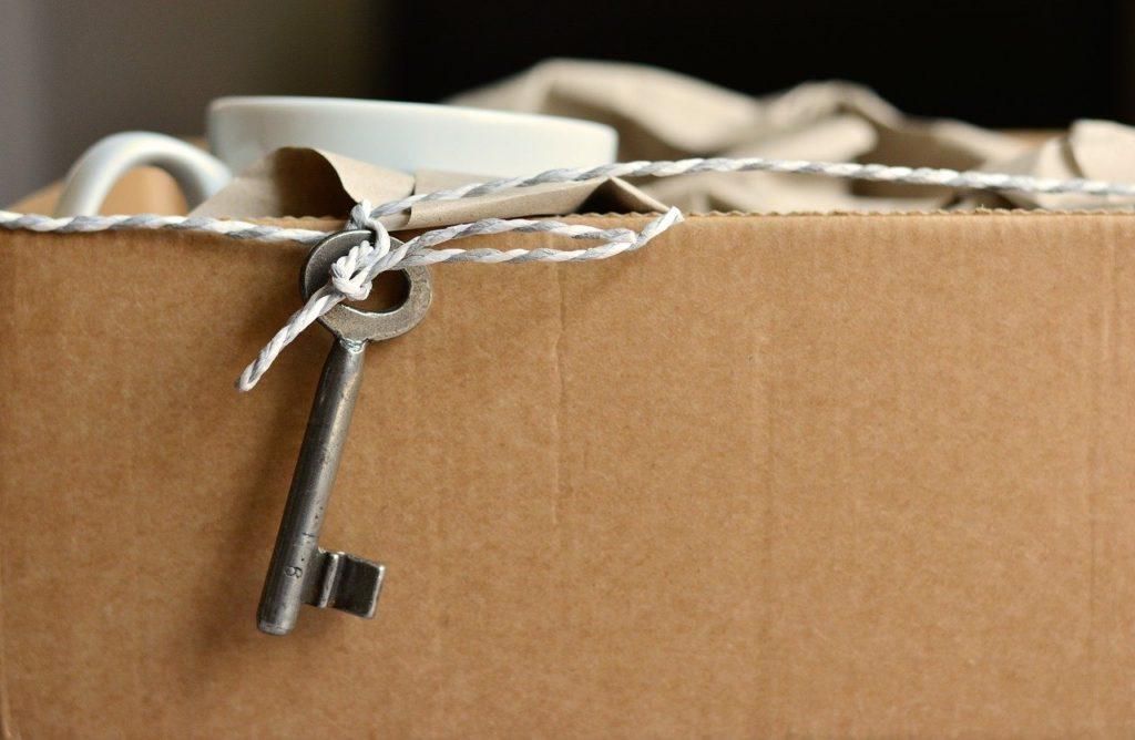 Flyttkartong, nyckel, sambo